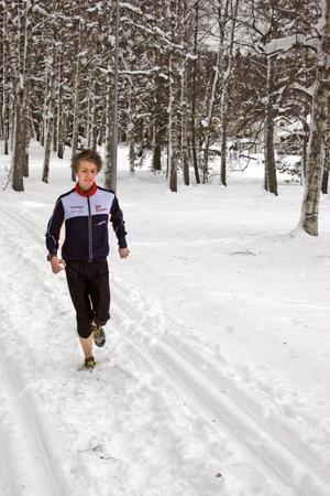 Anton Hallor och de andra löptränade i spåren intill klubbstugan innan man åkte vidare till Finspång. BILD: SAMUEL BORG