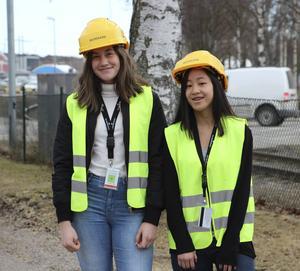 Hannele Coleman och Meia Lindholm tyckte det var roligt att se hur ingenjörerna arbetar.