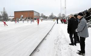 Nej, så här vintrigt är det förstås inte på Swedice arena än så länge – och inte hinner det bli någon is till tänkta seriepremiären den 4 november heller. Redan i juni stod det klart att Nitro/Nora skulle behöva skjuta upp matchen mot Unik, och nu är beslutet helt bekräftat.