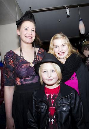 Albin Forsblom, nio år, gick på gala med kompisen Olivia Andersson och faster Sanna Johansson.