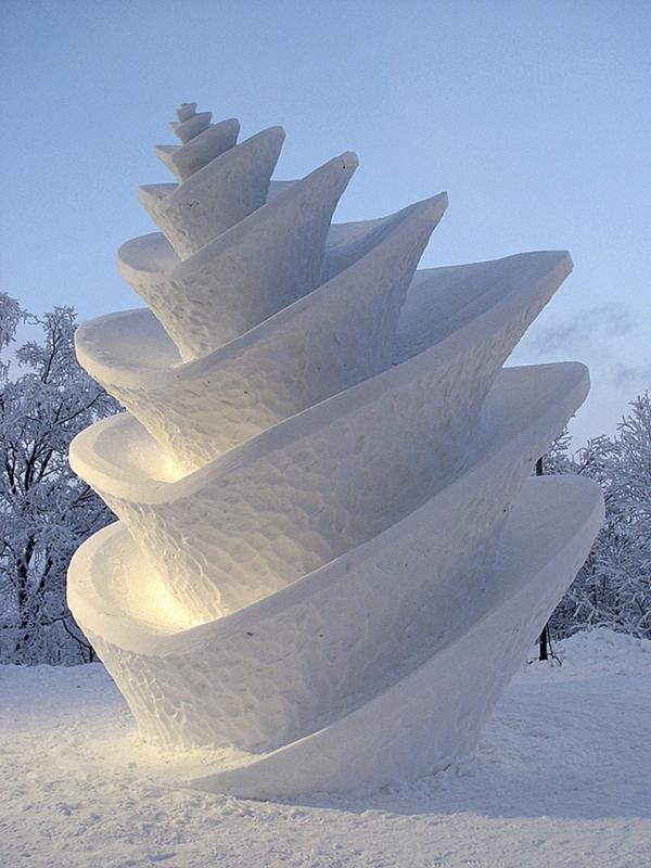 Mästarklass. Så här ambitiös ska man kanske inte vara första gången man provar att göra en snöskulptur. Foto: Olle Magnusson