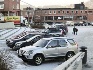 Att få parkera på Stortorget uppskattas av insändarskribenten.