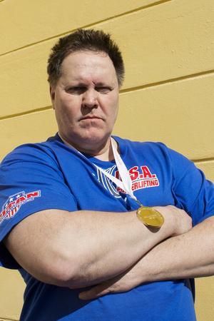 Göran med VM-guldet runt halsen efter tävlingarna i England.   Foto: Privat