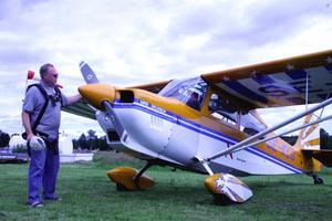 Höjdrädd? Gunnar Eriksson från Malung var piloten i detta flygplan. Foto:Lisa Olin