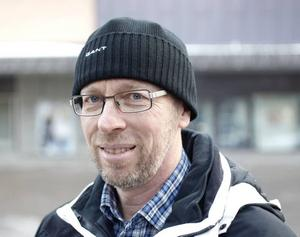 Laszlo Szemenkar, 56 år, egen företagare, Skutskär– Det skulle vara en ungdomssynd i så fall. Men det var länge sedan jag lånade böcker, brukar köpa dem.