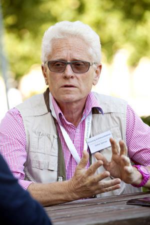 Stefan Sjöholm är ansvarig för kommunikationer och skyltar. Han har ordnat med busstransporter för deltagarna.