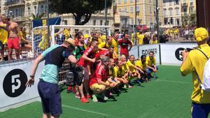 Förbrödring på planen i en match som Sverige vann med 14–4.