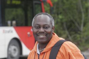 Viktor Gbadagbe är sugen på att få ingå i testgruppen. Han är en mycket snäll natur, som denna gång dock är beredd att ge både ris och ros.