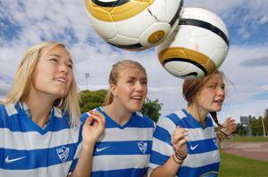 I samband med MT -cupen på lördag kommer trion på bilden: Rebecka Dahlqvist, Michaela Gabriel-Åkesson och Elin Beronius att ordna aktiviteter. Trion är elever i årskurs två på fotbollsgymnasiet i Mora.