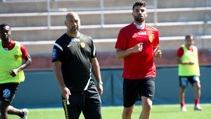 Beslutet att ta in en ny huvudtränare kom som en överraskning även för Tino Katsoulakis.