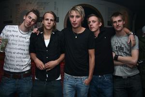 Pluto. Henrik, Niclas, Max, Norda och Ai
