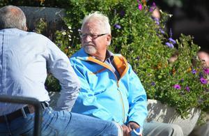 Ångemoderaternas gruppledare Tord Sundquist stänger inga dörrar för samarbete med Sverigedemokraterna.