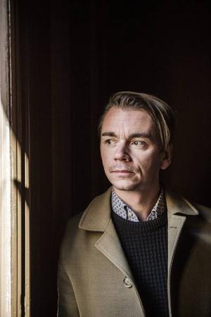 Efter order från producenten Tobias Fröberg spelar Emil Jensen själv alla instrument förutom trummor på nya skivan.