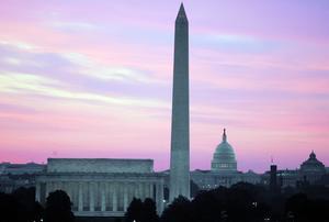 Washington - här får krönikören snart skapa en ny trygghet. Staden har aktat sig för skyskrapor för att betydelsefulla byggnader som US Capitol och Washington Monument ska få dominera stadsbilden.