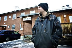 Jan Gustafsson, 21 år, är född och uppvuxen i Vika. Några planer på att lämna orten har han inte.– Jag trivs med lite landsbygd, säger han.