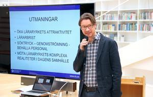 Mats Tegmark, utvecklingsledare, talar om studenter som får