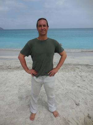 Alexander Lindblad på stranden på Kap Verde.