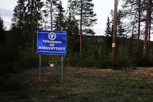 Det är cirka 18 mil från Sundsvall till Borgvattnet. Byn ligger i Ragunda kommun i Jämtland. När du kommit till Stugun vet du att du är nära.