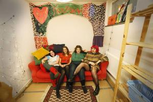 Sina Norlander, Emma Hermansson, Sofia Valrygg och Sara Chi har tillsammans startat föreningen Konztverket.