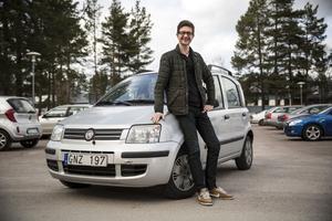 Niklas Darke och hans lilla bil.