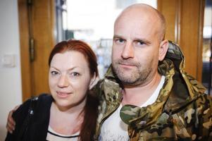 """Mellanlandar. Maria Åström, 39, och Jörgen Östberg, 43, från Sundsvall passade på att stanna till i Gävle på väg ner till Stockholm. """"Vi ska stanna över dagen och äta på en restaurang och bada i Fjärran Höjderbadet. Gävle är en jättefin stad, vi kan nästan tänka oss att bo här""""."""