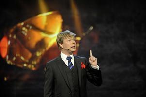 Johan Glans har även arbetat som programledare, han ledde exempelvis Guldbaggegalan 2009 på Cirkus i Stockholm.