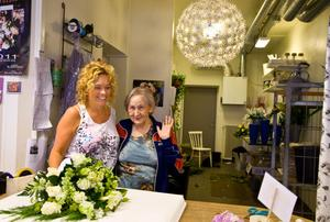Mian Wikgren, 37, Sandviken och Karin Ekengren, 81, Sandviken:– Madonna, jag tycker hon är cool. Men jag tror inte att hon kommer till Sandviken, säger Mian.– Jag har en skiva med Dolly Parton, henne hoppas jag på, säger Karin.