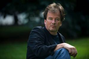 """Kjell Westö skriver på svenska men har varit inblandad i den finska översättningen av nya """"Gå inte ensam ut i natten"""".Foto: FREDRIK SANDBERG / SCANPIX"""
