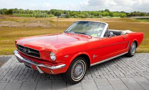 På 1960-talet hade Mustang smäckra linjer och var en utsökt vacker bil.   Foto: Shuttrstock.com