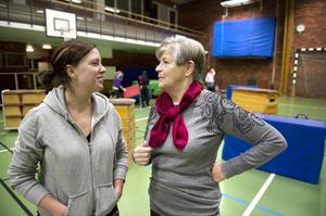 Anneli Johansson och Ingegerd Grenfeldt tror att det är lättare att få folk att engagera sig ideellt på en mindre ort som Bjursås.