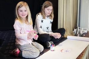 Wilma Edin, fyra år, ritade med kusinen Tilde Edin, tolv år.