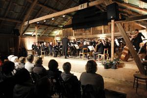 Där dansbanden normalt brukar gunga satt en hel symfoniorkester. Älvstagårdens loge i ny skepnad och med ett annat utbud.