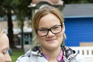 Louise Östling, 19 år, servitris, Jonstorp. – Inte så stor chans, men kanske. Jag bor på fel sida. Jag tror inte att en ny skyltning spelar så stor roll för hur människor cyklar.