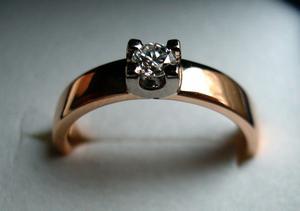 En ring som för många symboliserar lycka men för andra ett tvång och en boja.