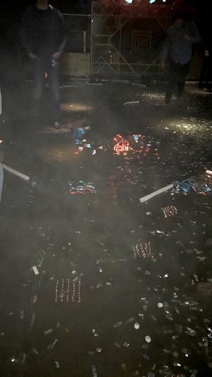 Gästerna fick plaska runt i vatten innan de evakuerades från nöjesstället.