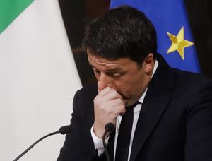 Matteo Renzi avgick som premiärminister i Italien efter att ha förlorat folkomröstningen om att ändra författningen.