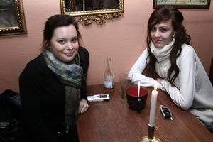 Stugan. Emma och Angelica.