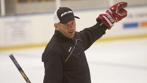 FAIK-tränaren Mikael Holmqvist vet vad som väntar.