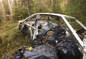 LIKA ILLA. Skräpdumpningen fortsätter i Bovik, år efter år.Foto: Bernd Büttner