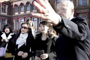 Åke Gillberg var guide för besöket och redogjorde för hela Sandviks historia från vaggan i Högbo till dagens globala företag.