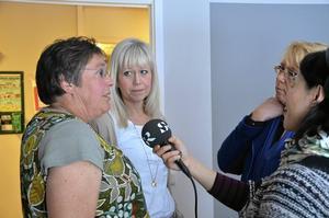 Giftfri intervju. Fullt mediadrag när miljöministern besökte Lingårdens förskola, här SR Örebro, med förskolelärare Katarina Åhman, förskolechef Stina Myrén och miljöminister Lena Ek.