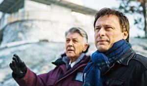 """Sven-Bertil Taube och Michael Nyqvist i """"Män som hatar kvinnor"""", den starkaste svenska thrillern sedan """"Mannen på taket""""."""