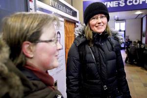 Vana pendlare. Lenna Johansson Westholm och Eva Thorin förvånas inte längre över att tåg ställs in eller försenas - det tillhör vardagen i vinter. FOTO: KENNETH HUDD