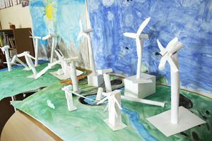 Klass två i Gnarps skola hade jobbat med vindkraft.