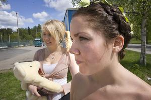 Sofia Nilsson och karoline Roponen vaktade utfarten, för att förhindra tjuvstart.