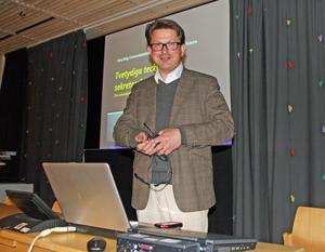 Arne Wiig höll ett välbesökt föredrag på Sambiblioteket i Härnösand.