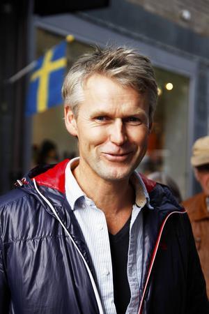 Rolf Oppsal, Lierne i Norge:    – Det var dåligt väder över Nordsjön och det hade skett en stor olycka. Jag höll på att planera en seglast till Barbados och Venezuela i november.