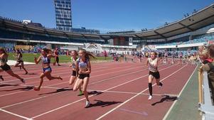 Olivia Bodin kämpar i sitt försök på 80 meter.