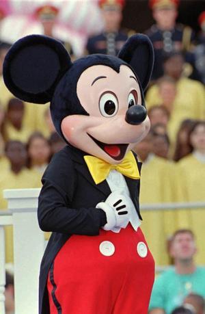 Carina Blank, S, åkte tillsammans med Helén Åleskog och Tom Widorson till Disney World, Florida. Resorna får nu sitt efterspel i form av en förundersökning om mutbrott.