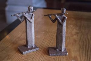 Sara Strömberg och Anders Nilsson tilldelades varsin miniatyr av